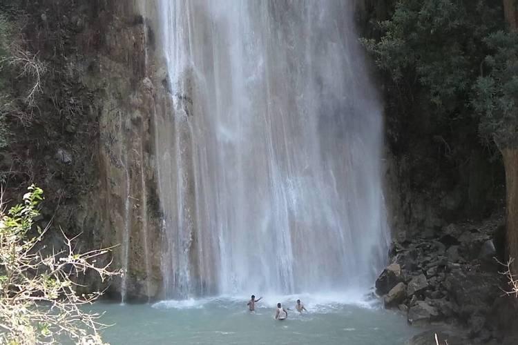 نهاية مأساوية لـ4 فتيات غرقاً في شلال مديرية جبل المحويت