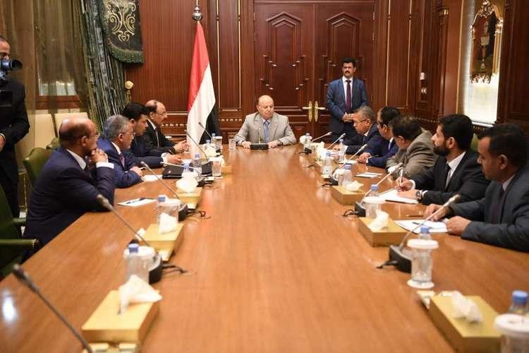 اللجنة الاقتصادية اليمنية تتخذ قرارات هامة لاحتواء أزمة انهيار العملة.. النص