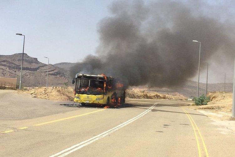أبين: وفاة اثنين حجاج يمنيين وإصابة 36 آخرين باحتراق حافلة