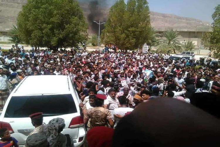 احتجاجات في سيئون ضد انهيار العملية المحلية وارتفاع الأسعار