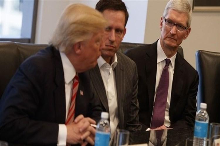 ترامب يدعو آبل لتصنيع أجهزتها في الولايات المتحدة بدلاً من الصين
