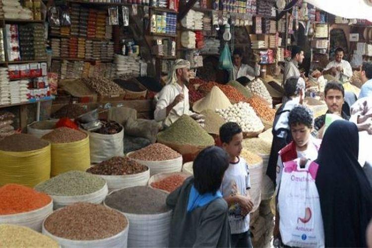 حكومة بن دغر تستعد لإصدار قائمة سوداء بالتجار المتلاعبين بالأسعار