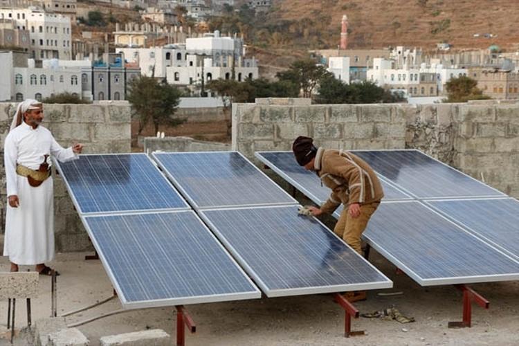 سقطرى: توزيع 250 منظومة طاقة شمسية بتمويل كويتي
