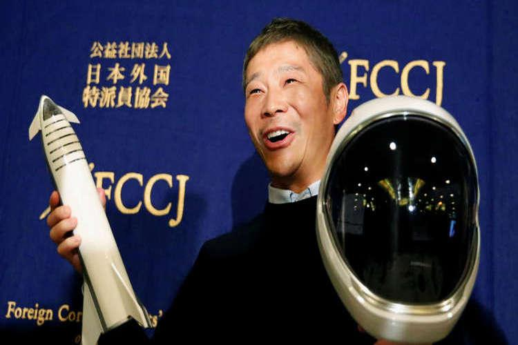ملياردير ياباني يصطحب عشيقته إلى القمر بشرط واحد
