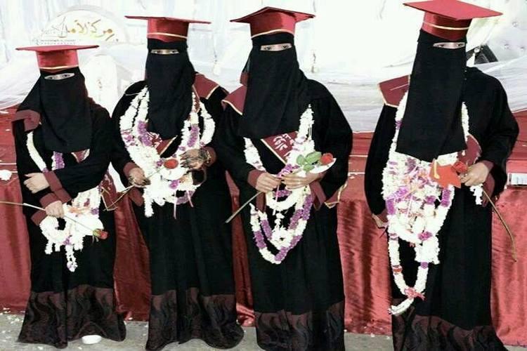 تعز: جامعة الحكمة تحتفل بتخرج دفعة من كلية طب الأسنان