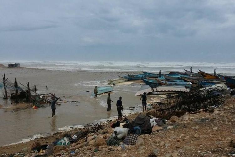 إعصار لُبان يقترب أكثر من سواحل المهرة.. والسلطة المحلية تقدم إرشادت