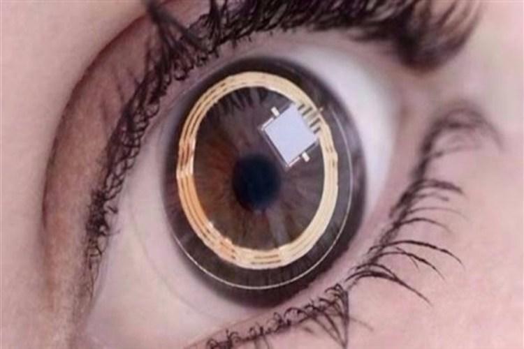 باحثون يبتكرون عدسات لاصقة ذكية تضمن وصول الدواء إلى داخل العين