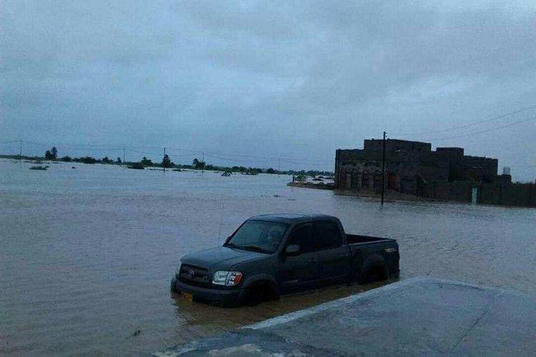 حضرموت: إصابة 10 مواطنين وإنقاذ 7 آخرين جراء العاصفة المدارية لبان