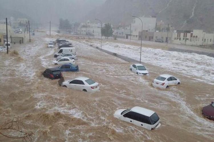 العاصفة المدارية لُبان تسبب بانقطاع الإنترنت عن المهرة