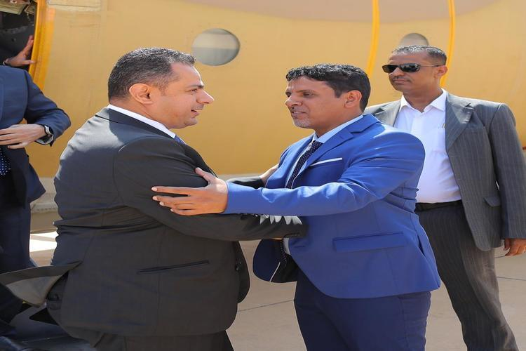 رئيس الوزراء معين عبد الملك يصل المهرة للاطلاع على أضرار العاصفة المدراية لُبان