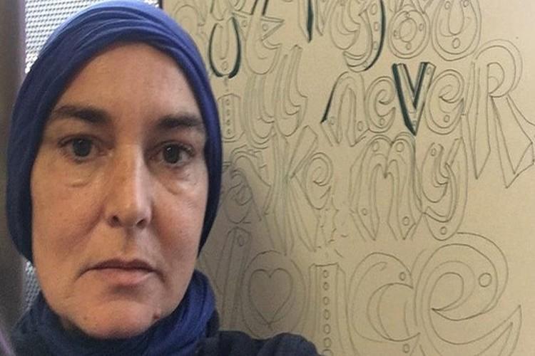مغنية إيرلندية شهيرة تعلن اعتناقها الإسلام.. فيديو