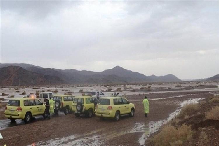 وفاة شخص وإنقاذ العشرات احتجزتهم السيول شمال السعودية