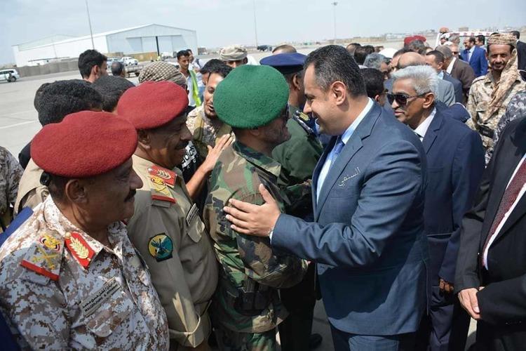 معين عبدالملك يصل عدن.. ويؤكد: الحكومة ستركز على الملف الاقتصادي