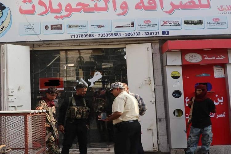 هذه أسباب رفع شركات الصرافة تكاليف الحوالات من عدن إلى صنعاء – خاص