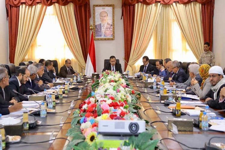الحكومة في بيان: الحوثيون قابلوا جهود السلام في اليمن بتصعيد عسكري