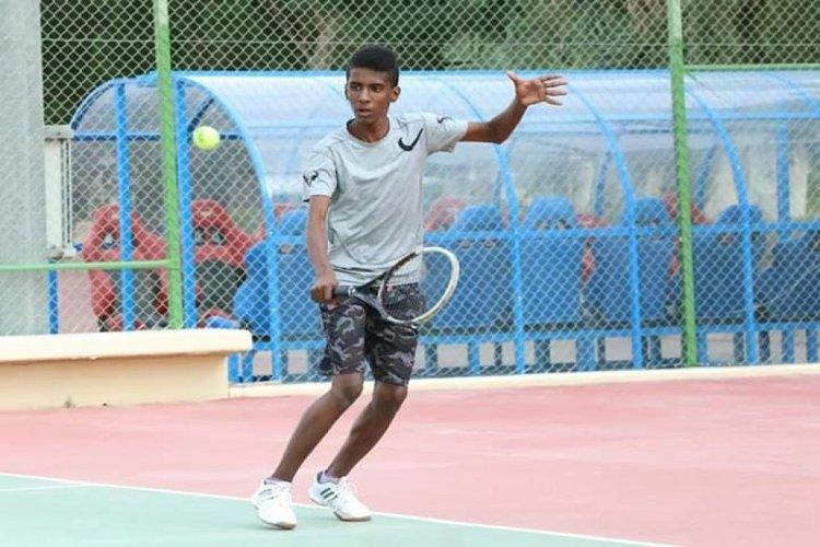 اليمني نورس فائز يتأهل إلى نهائي البطولة الأسيوية للتنس الأرضي بالرياض