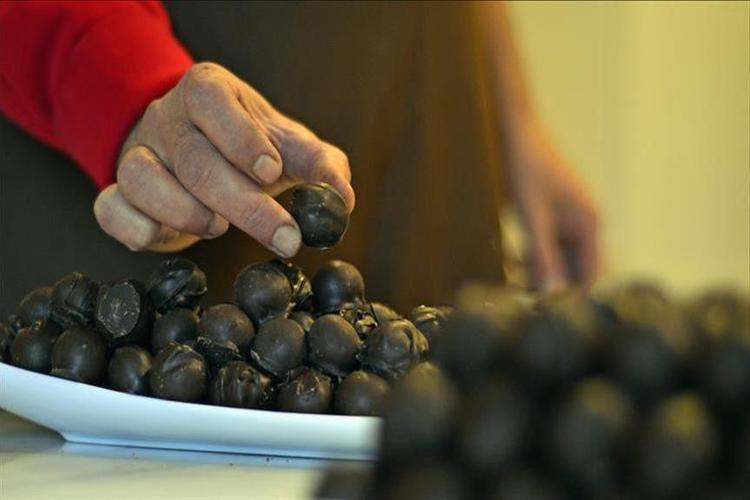 دراسة: الزنك مع الشوكولاتة والشاي والقهوة يحارب الشيخوخة والسرطان