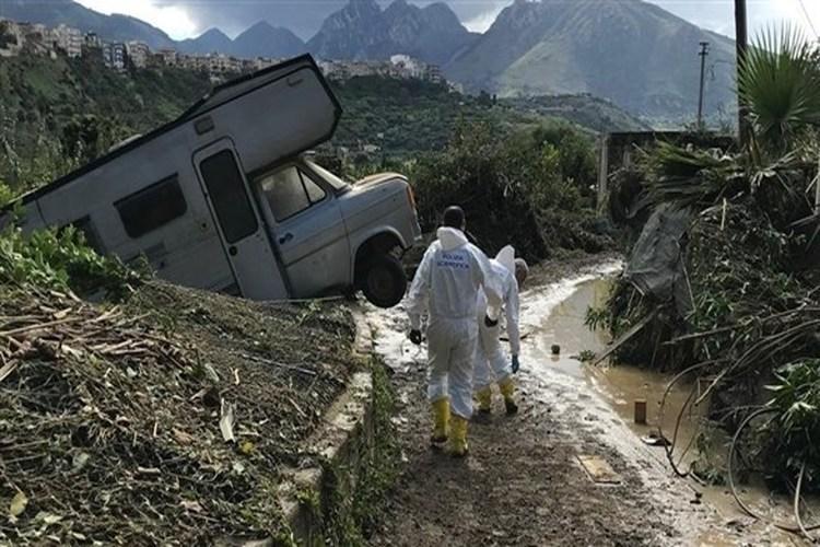 مقتل 12 شخصاً جراء الفيضانات في جزيرة صقليةالإيطالية