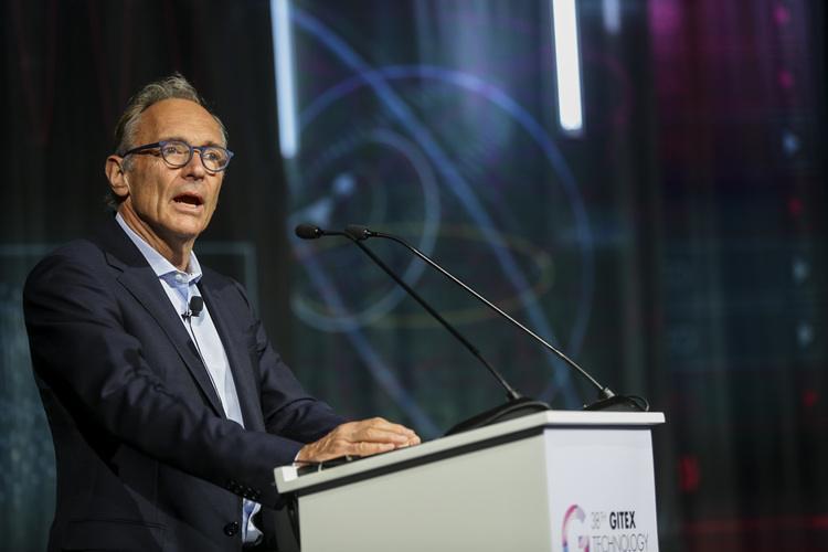 مخترع الإنترنت يعلن مبادرة لإنقاذ الشبكة من إساءة الاستخدام