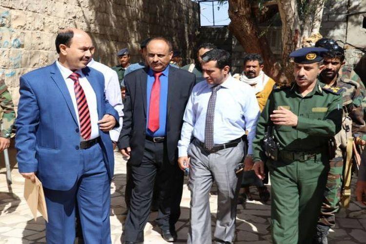 لجنة التحقيق تزور سجني الشرطة العسكرية والاستخبارات في مأرب