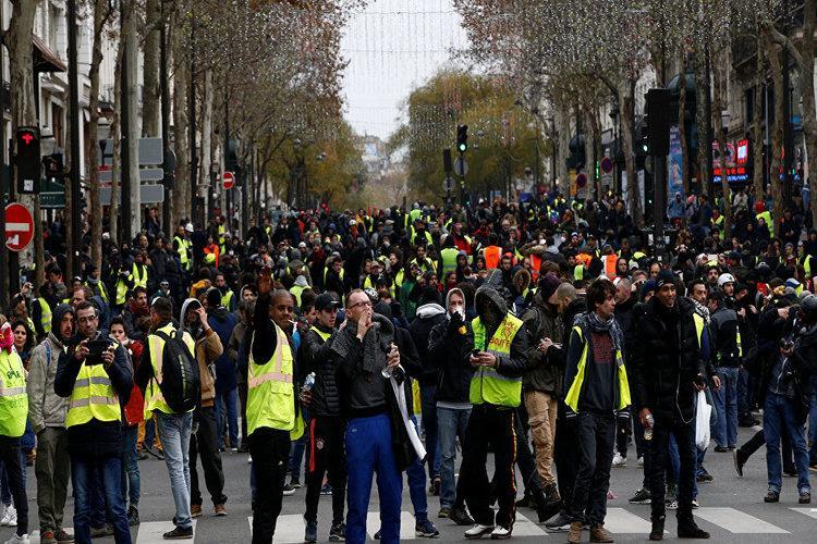 اعتقال 700 شخص باحتجاجات السترات الصفراء في فرنسا