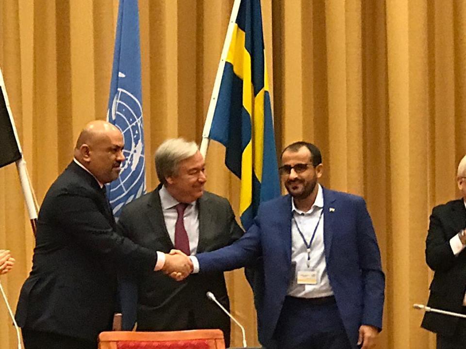 اختتام مشاورات السويد بإعلان اتفاق الحديدة ومصافحة رئيسي الوفدين