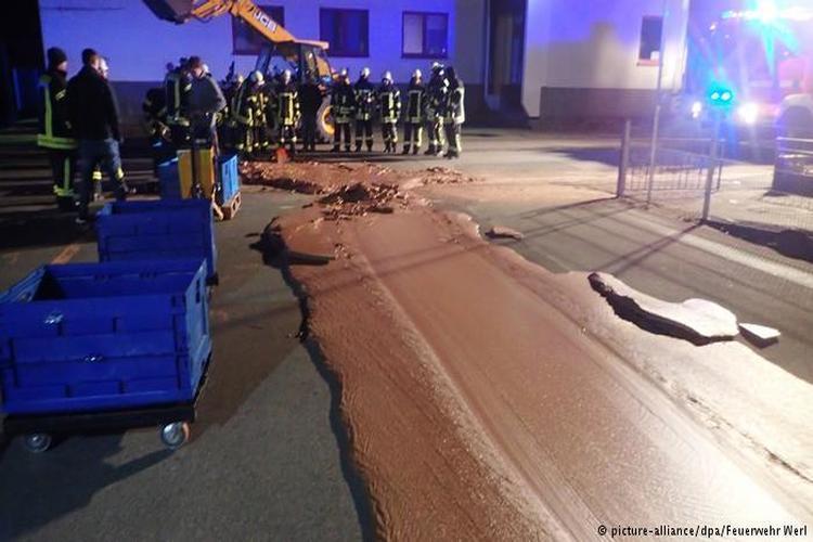 فيضان من الشوكولاتة يغرق شارعاً كاملاً في ألمانيا