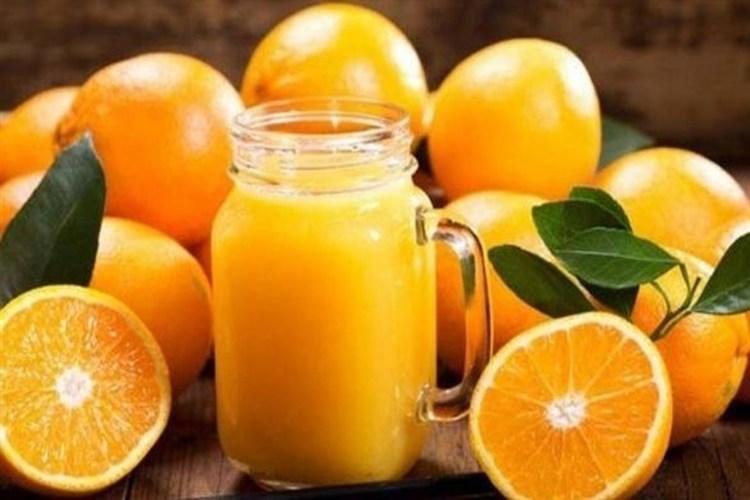 كوب من عصير البرتقال يومياً يقي من مرض الخرف