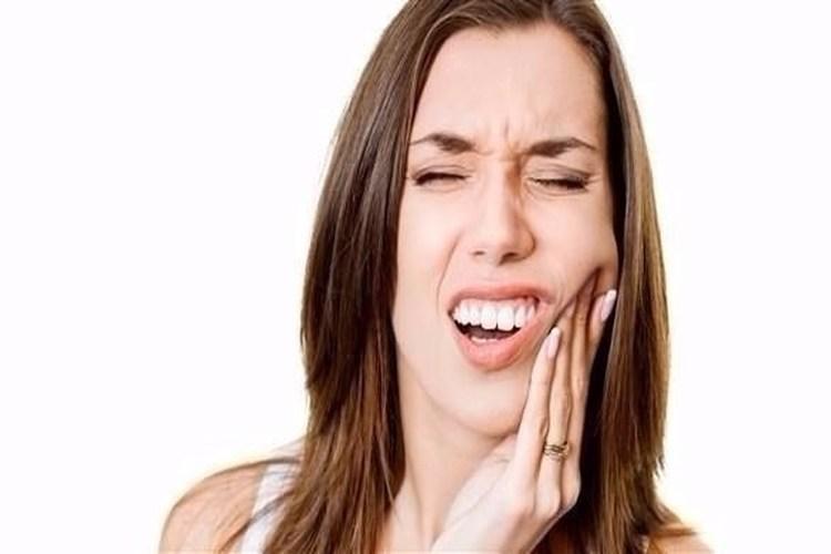 صرير الأسنان يتسبب في مشاكل صحية خطيرة