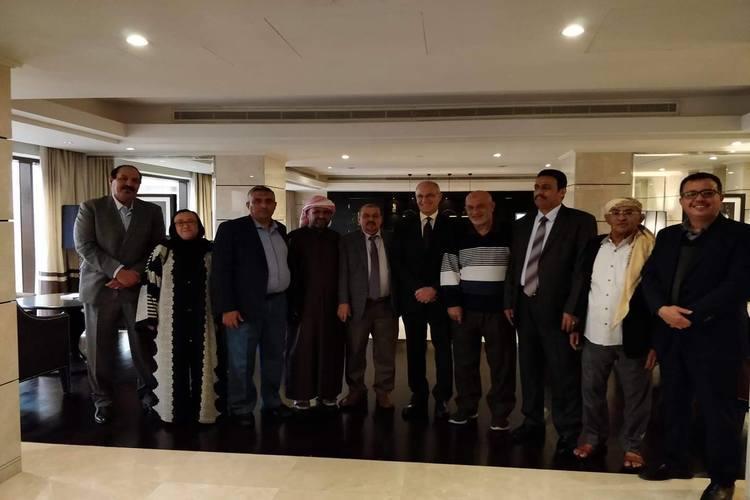 قيادات في المؤتمر تلتقي السفير البريطاني لدى اليمن وتناقش المستجدات