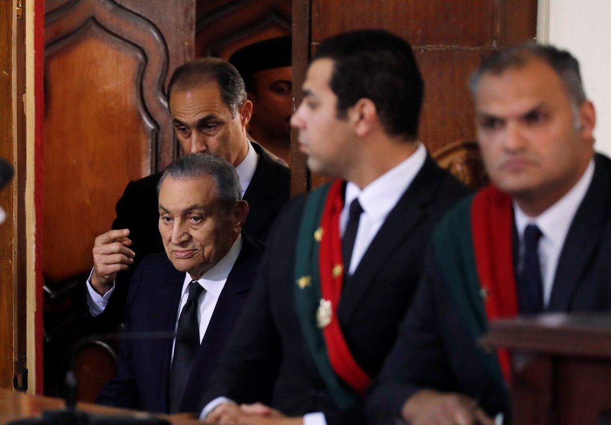 لأول مرة في مصر: مبارك يدلي بشهادته خلال محاكمة مرسي.. فيديو