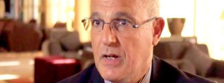 السفير البريطاني لدى اليمن مايكل آرون