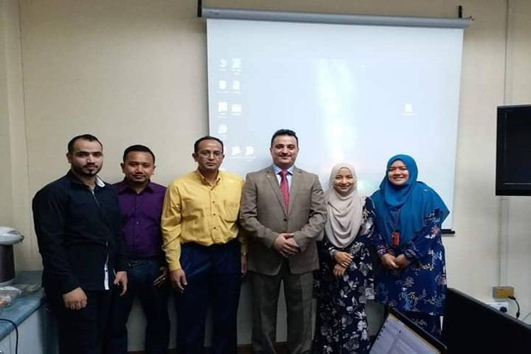 الدكتوراه بهندسة الاتصالات والشبكات للباحث اليمني المقدشي من جامعة ماليزية