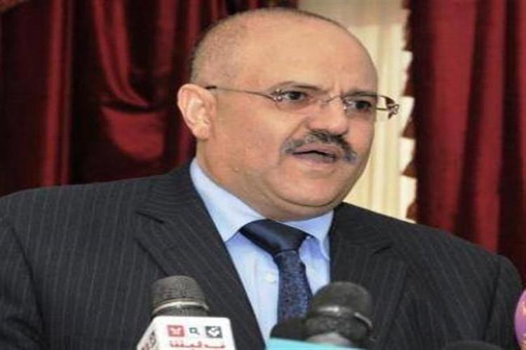 نبيل شمسان يناقش أولويات محافظة تعز مع أعضاء كتلتها البرلمانية