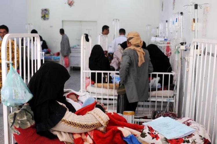 الصحة بصنعاء تشدد الرقابة على المستشفيات والصيدليات والمختبرات