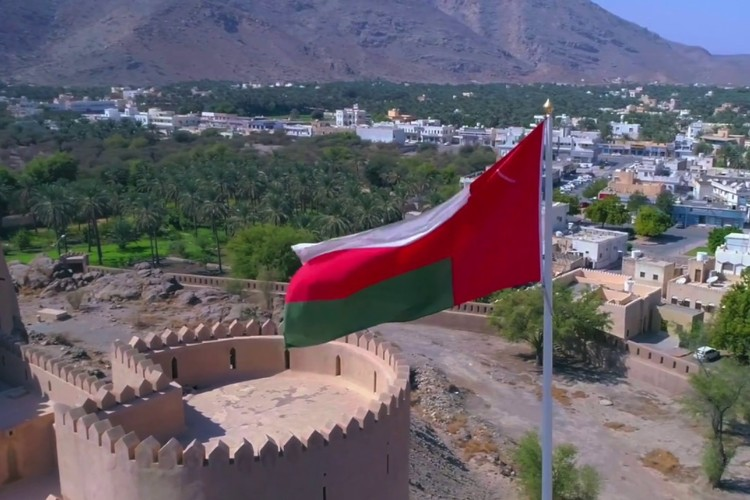 سلطنة عُمان تعفي طلاب اليمن من رسوم المدارس الحكومية