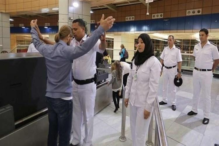 مصر: ضبط أمريكي بحوزته أسلحة وطلقات محظورة بمطار القاهرة