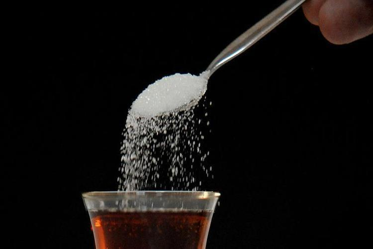 دراسة أمريكية: الغذاء منخفض السكر يقلل دهون الكبد لدى الأطفال والمراهقين