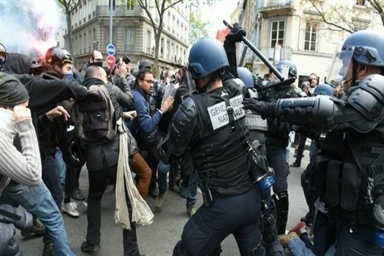 القضاء الفرنسي يسمح للشرطة باستخدام الرصاص المطاطي ضد المتظاهرين