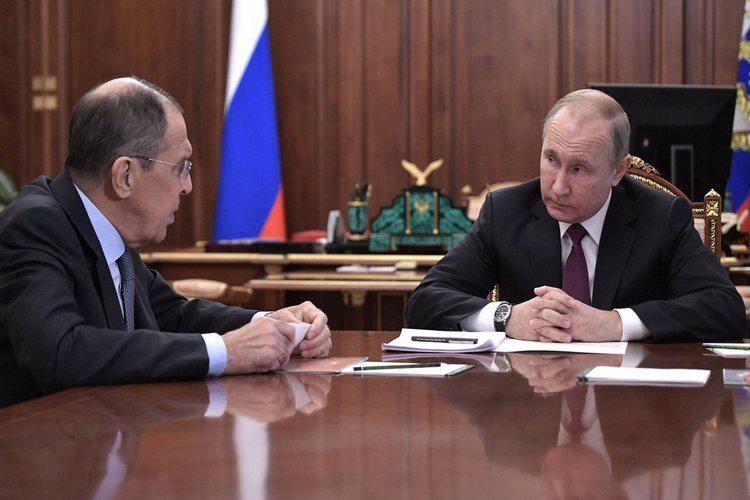 رداً على ترامب.. بوتين يعلق العمل بمعاهدة الصواريخ متوسطة وقصيرة المدى