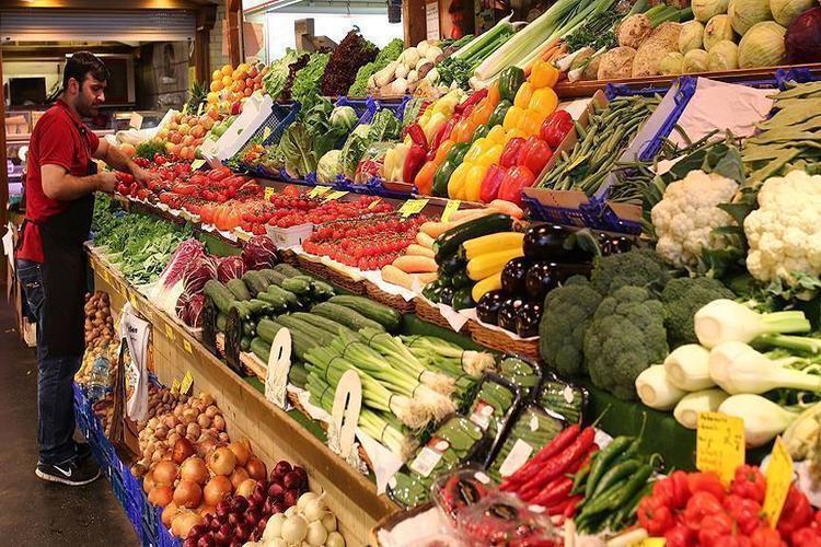 دراسة بريطانية: تناول الفواكه والخضروات بكثرة يحسن صحتك العقلية
