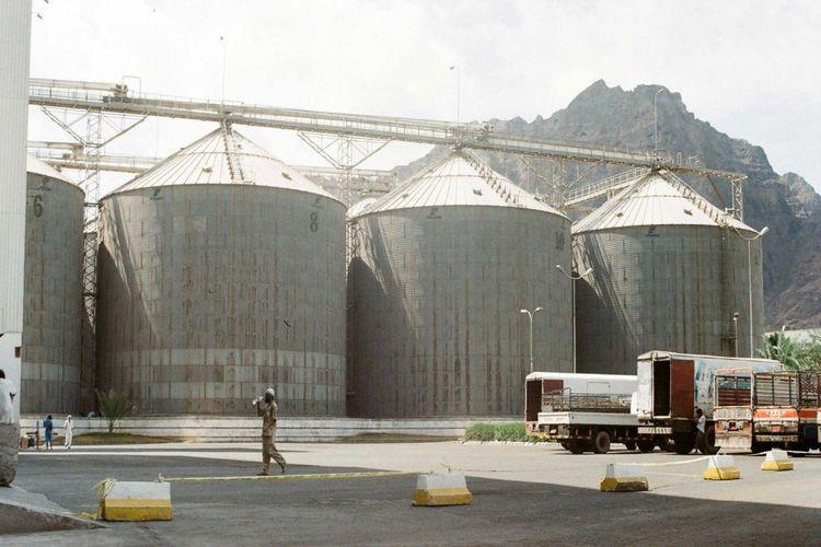لوكوك وغريفيث: مخازن مطاحن البحر الأحمر في الحديدة معرضة لخطر التعفن