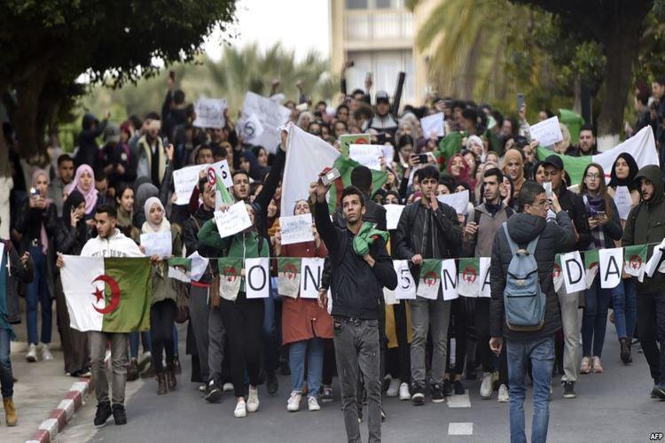 الجزائر: احتجاجات طلابية ضد ترشح بوتفليقة لولاية خامسة.. فيديو