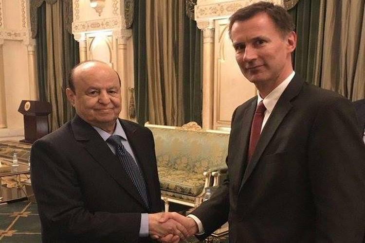 وزير الخارجية البريطاني جيرمي هنت مع الرئيس اليمني عبدربه منصور هادي في الرياض