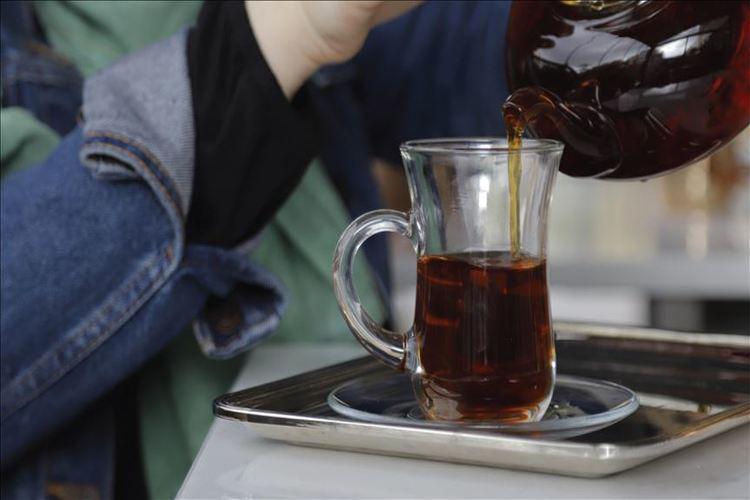 دراسة أمريكية: شرب الشاي الساخن يضاعف خطر الإصابة بسرطان المريء