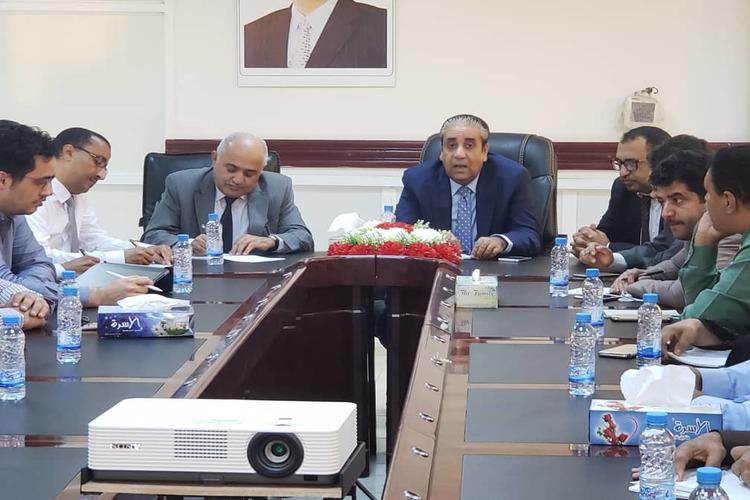حافظ معياد يؤكد ربط فرع البنك المركزي في مأرب.. ويرد على الحملات