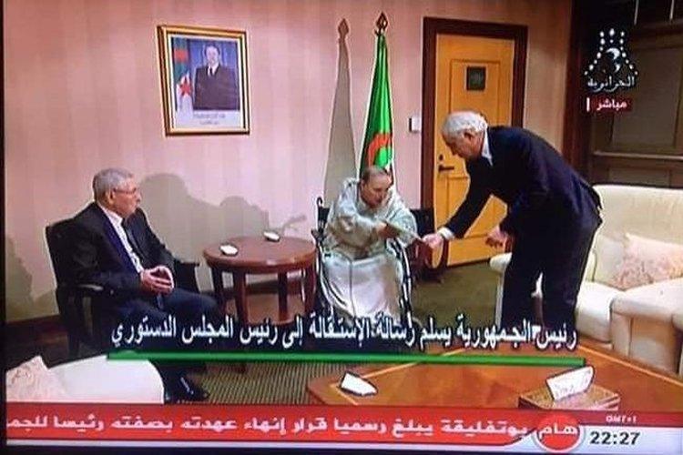شاهد فيديو.. بهذا المشهد القصير أنهى بوتفليقة 20 عاماً بحكم الجزائر