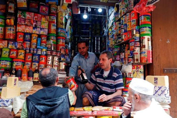 انتشار للمواد الغذائية المنتهية في أسواق اليمن