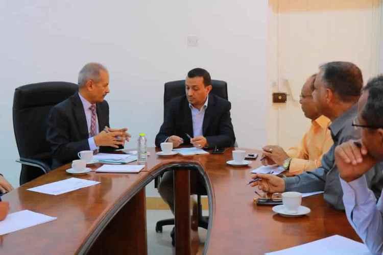 وزير الخدمة المدنية نبيل الفقيه