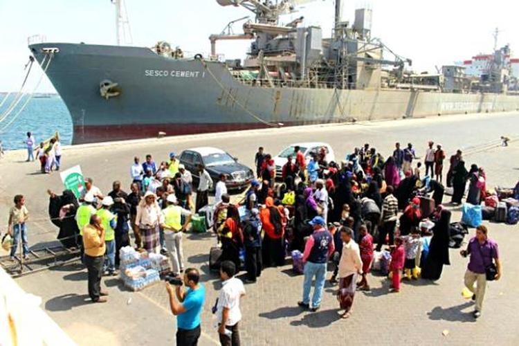 الهجرة الدولية تعلن إجلاء 115 لاجئاً صومالياً في اليمن لبلادهم طوعاً